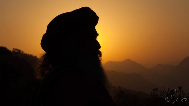 Sadhguru-silhouette-sunset-bg-640x360